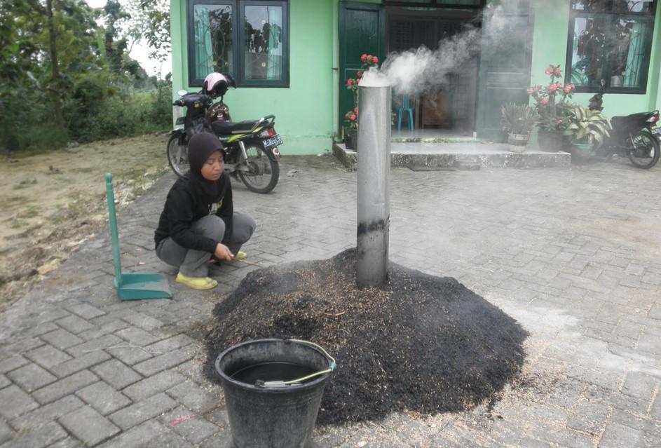Membakar Sekam sampai Merata